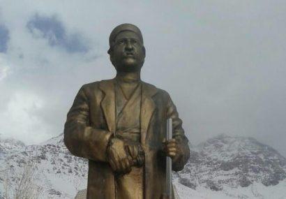 مجسمه مرحوم ملاقباد نیک اقبال(یکی از تاثیر گذارترین مردان عرصه علم و فرهنگ استان) در شهر سی سخت مستقر شد