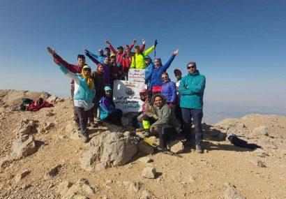 قله قاش مستان دنا باز هم زیر پای کوهنوردان دنالی یاسوج